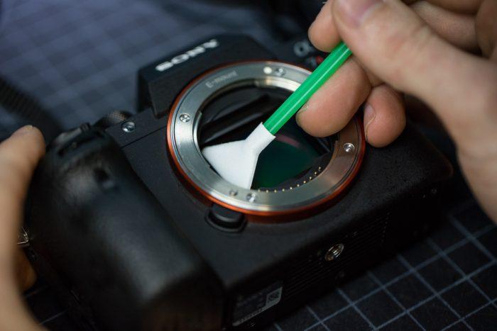 Cara Membersikan Sensor di Kamera DSLR Anda